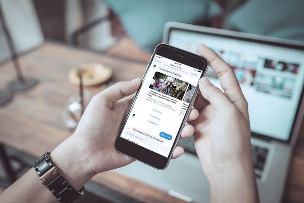 iPhone con el Chatbot de COPE en funcionamiento