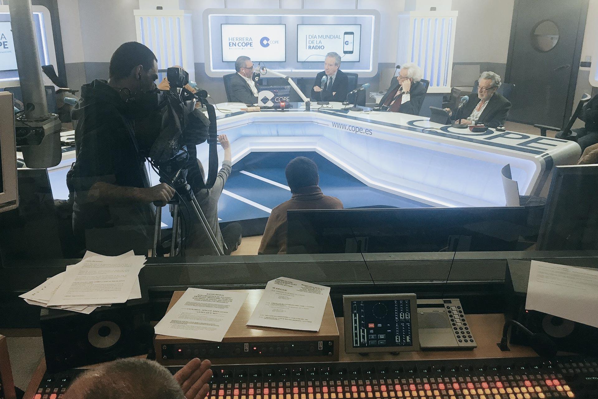 Carlos Herrera entrevista a Luis del Olmo Iñaki Gabilondo y José María García por el día de la radio
