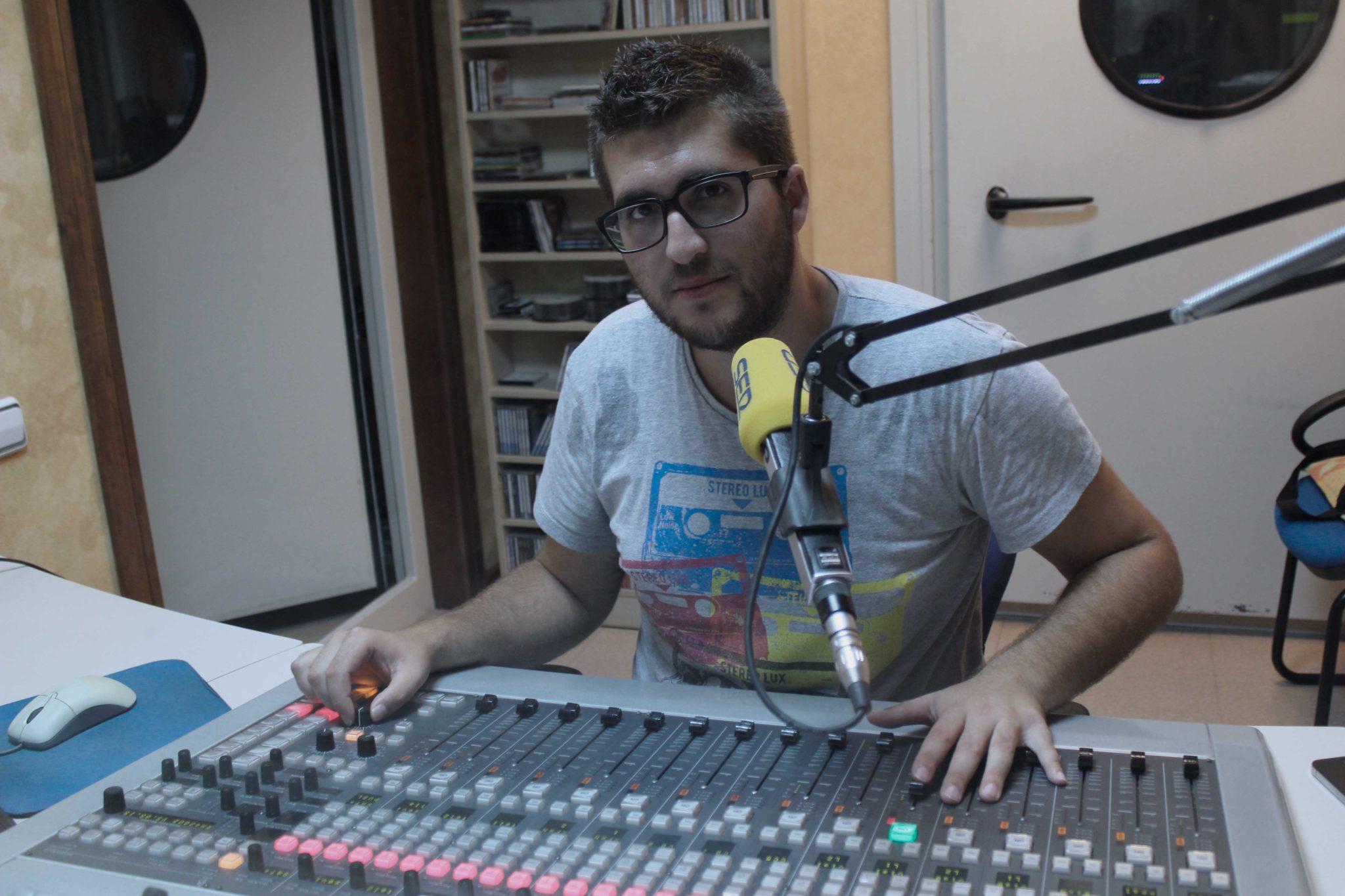 Técnico de sonido y continuidad y realizador para Cadena SER provincia de Almería
