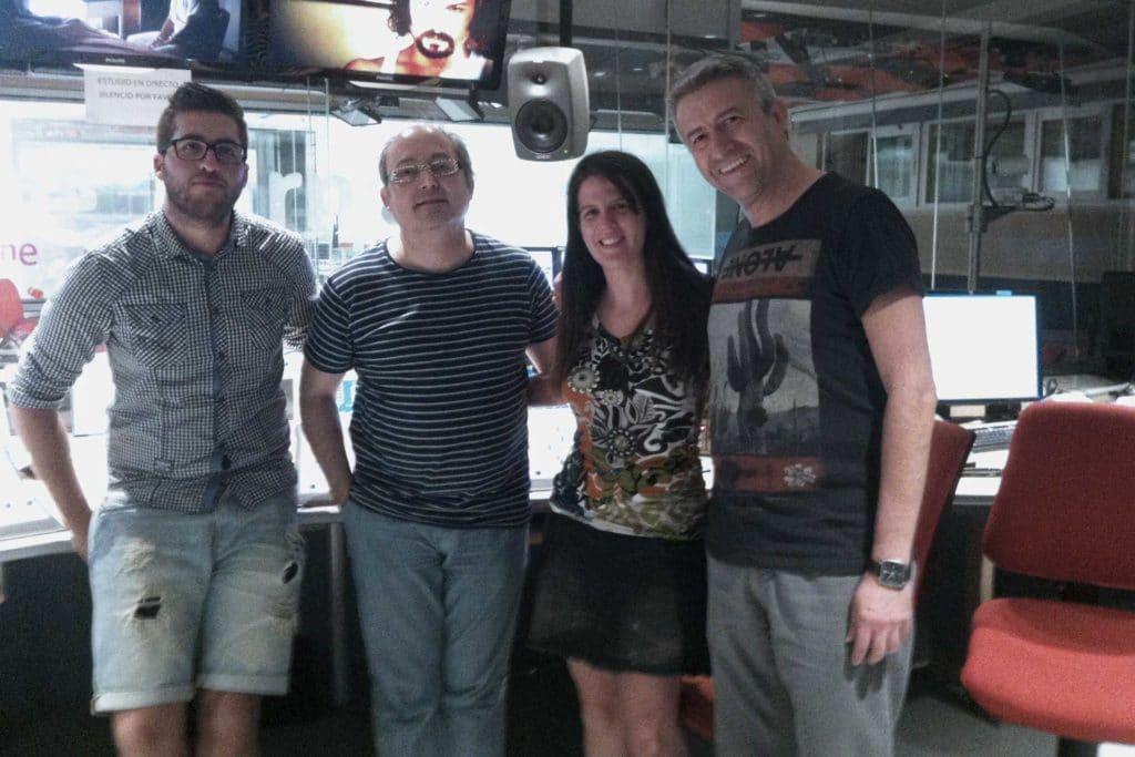 Cele Díaz, realizador y copresentador; Mar Gasca y Paco Bermúdez, técnicos de noche de Radio1; y Paula Mayoral, directora y presentadora