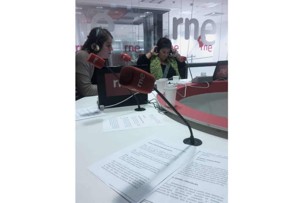 Leyendo resumen de llamadas de oyentes - RNE