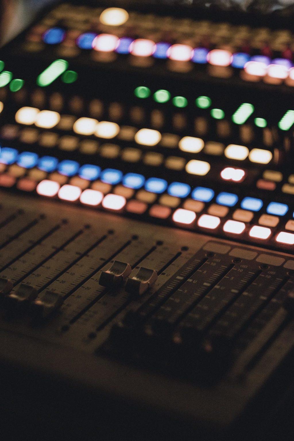 Atribuciones Mesa de sonido de radio