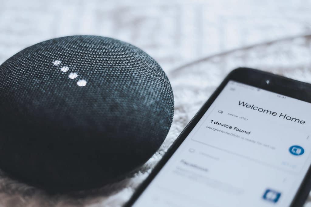 Google Home uno de los Smart Speaker o altavoces inteligentes en los que se puede escuchar el directo y el último boletín de noticias de COPE