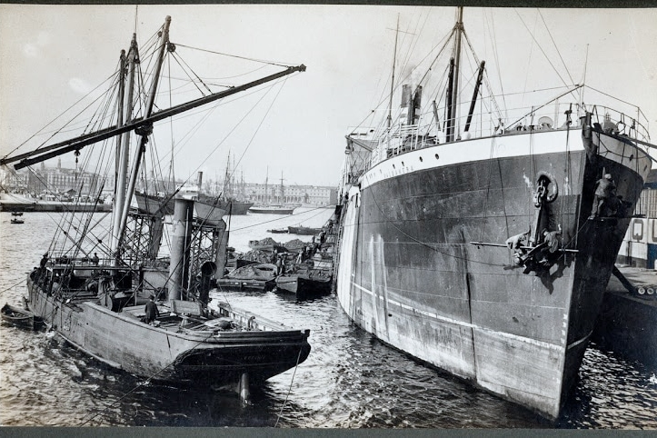Vapor VALBANERA de la Cía. Pinillos atracado al port. de Barcelona ca. 1916 A. Merletti Arxiu Fotografic MMB